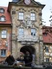 Museum Ludwig im Alten Rathaus von Bamberg: Im Inneren ist die zu den Museen der Stadt Bamberg gehörende Sammlung Ludwig ausgestellt, eine der größten Porzellansammlungen Europas.